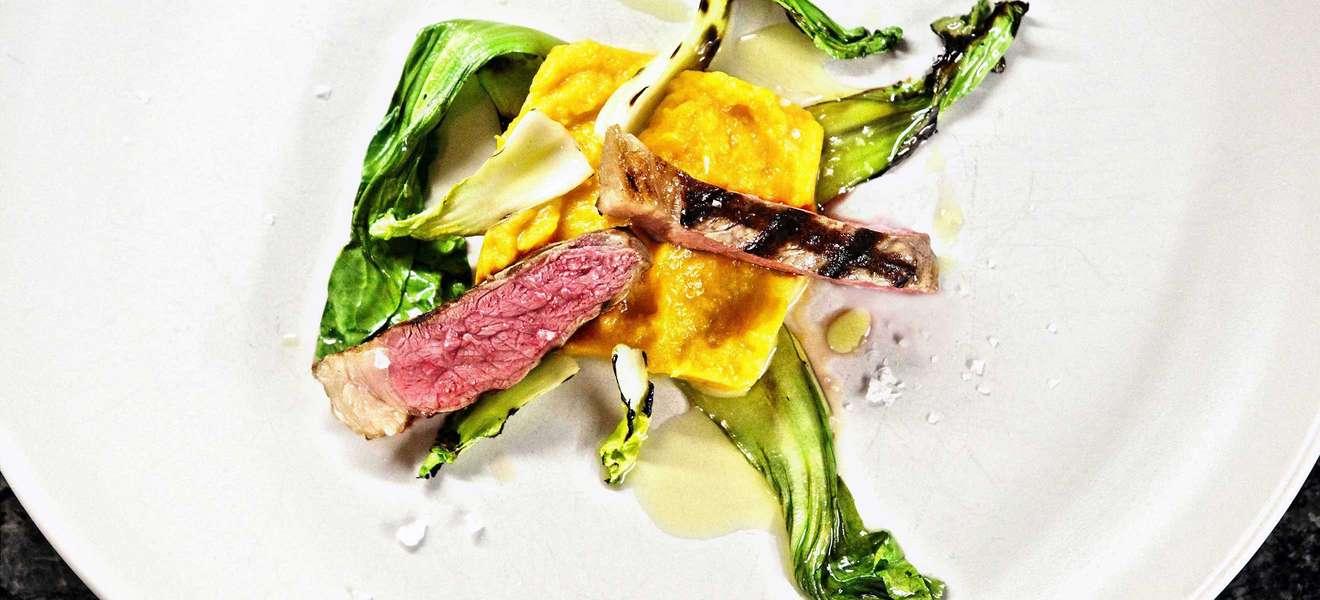 Ribeye-Steak mit Süßkartoffeln und Pak Choi
